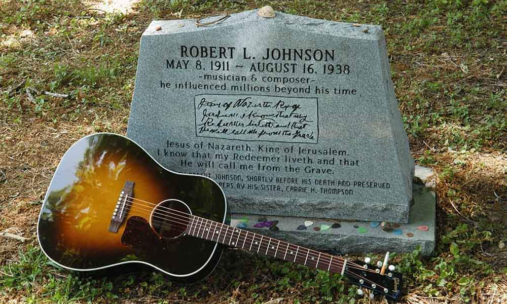 Robert Johnson Grave with A 1926 Gibson L1